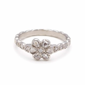 platinum-diamond-flower-ring