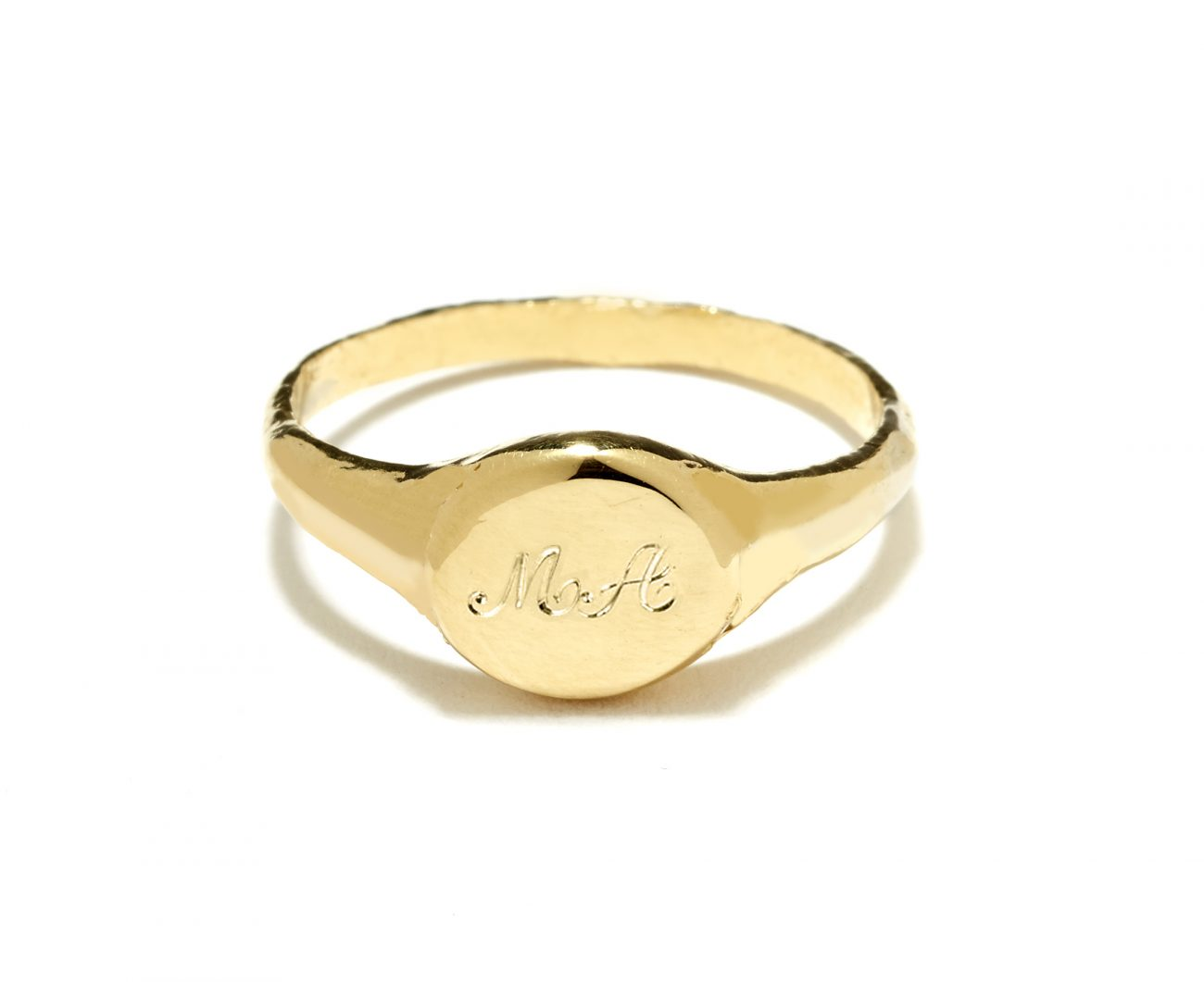 signet-ring-yellow-gold-script-engraving